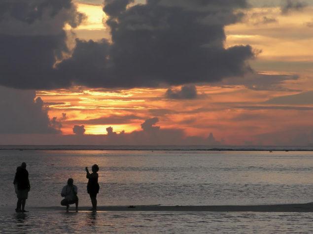 S2320046-12x6-Motu-Tapu-Sunset-Bora Bora