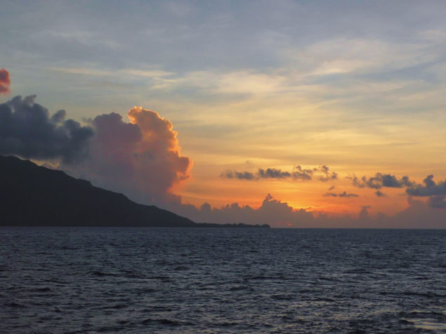 S2360025-16x9-Sunset,-Moorea