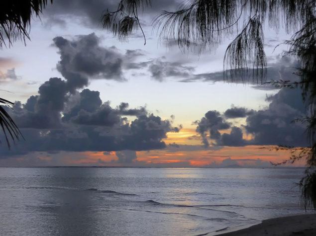 vlcsnap-2019-04-03-H20-12x6-Motu-Tapu-Sunset-Bora Bora-817